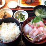 まぐろ食堂 七兵衛丸 - 王道 活きイキ刺身定食 1500円!