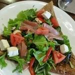 カフェ ラ レクレ - 生ハムとクリームチーズのサラダガレット