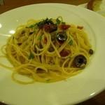 イタリアンレストラン ピーノ - オリーブとアンチョビのペペロンチーノ