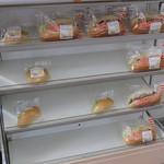 福田パン - ミニコッペパンやバーガー系が並んでます