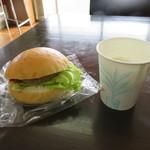 福田パン - ミニバーガーとコーヒー