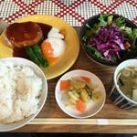 ヘンリーグッドセブン - マグロのレアとろハンバーグ定食