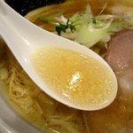 中華そば 頬白 - 上品だけど旨味たっぷりのスープ!