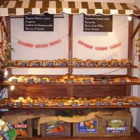 カフェ ガーデン - フランスのマルシェのようなパン売り場!約40種の焼きたてパンが並びます!