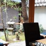 丸久小山園 - 風情ある中庭