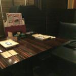 新宿 今井屋本店 - 隣のテーブル(近い)