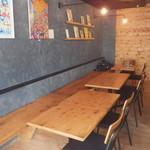 City Oasis - メインのテーブル席