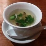48753492 - ・海鮮餡かけチャーハンに付いてたスープ