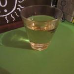南インド家庭料理 インダスレイ - お茶はターメリック茶