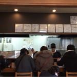 麺屋 菜々兵衛 - 店内はたくさんの色紙が