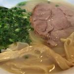 麺屋 菜々兵衛 - 人気ナンバーワンの「鶏白湯塩」