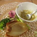 カフェ レガロ - (15.2)玉ねぎのオーブン焼きと季節野菜のバーニャカウダ