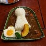 お食事処花茶碗 - 前方後円墳の形をした「古墳カレー (1000円)」