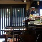 お食事処花茶碗 - 店内の入口側の様子