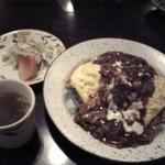 キッチン・カフェ けやき - ケヤキ特性オムライス。タマゴふわっふわ!オムライスで洋食屋さんのレベルがわかるそうです。