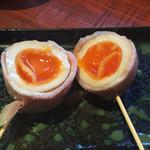 杜の都 五橋横丁 - 2016年3月。味付け卵ベーコン巻き162円。