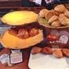石窯パン工房 ビガロ - 料理写真:このあと焼きたてクリームパンが大量追加。
