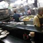 珍萬 虎居 - 厨房です