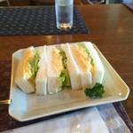 自家焙煎珈琲 森の響 - 料理写真:ハーフのエッグサンドイッチ