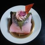 お菓子の家 鎌倉小川軒 - 洋菓子屋さんの桜もち