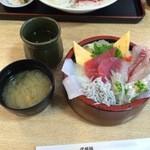 久慈浜 みなと寿し - 海鮮地魚丼