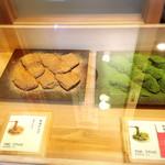 48913023 - 開店と同時でも既に抹茶のわらびもちは売切れ。                       予約必須!