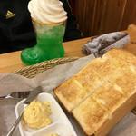 コメダ珈琲店  - 料理写真:クリームソーダ&モーニングB