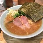 横浜家系 侍 - ラーメン 柔麺で海苔増しで800円也
