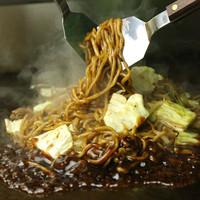 特注麺を使用した焼きそばはコシがウリです!