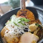 Spice&mill - 牛丸腸と揚げ出し豆腐のもつカレー
