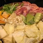 霧島屋 - 日向鶏と旬菜のせいろ鍋