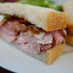 48981271 - ローストポークのサンドイッチ