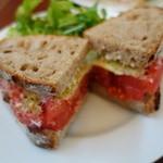 48981287 - フレッシュトマトとペコリーノのサンドイッチ