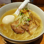 麺やひだまり - 味玉和塩らぁ麺・平打ち麺変更