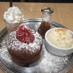 49018982 - メルティングチョコレート ハートケーキ&シェイク