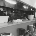 純輝 - カウンター越しの厨房