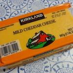 コストコ - マイルドチェダーチーズ(907g) 848円 マイルドな味で結構好きも。