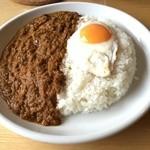 タダカリー - チキンカレー+目玉焼き(1000円)