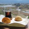 ブルージャム - 料理写真:室見川を眺めながら、購入したパンのイートインやハンバーガー・サンドイッチなどの ランチを頂くことが出来ます。