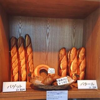 アルフォンソ - 料理写真:同じ生地で出来た3種類のパン。