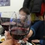 リトル成都 - ワインは3人で乾杯