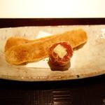 みちば和食 銀座 たて野 - 先付:唐墨煎餅、干し柿とチーズの文銭巻き