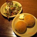 ミラノのおかず屋さん - 食べ放題のパンとサラダ