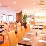 川崎日航ホテル カフェレストラン「ナトゥーラ」 - ソファー席はお子様連れのご家族におすすめ