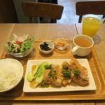 カフェ ポポロ - 料理写真:日替わりランチ ネギと醤油タレのとりのから揚げ 880円(税込)