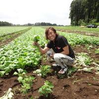 オーナーシェフ渡邊明自ら自信を持ってお野菜を選びます。