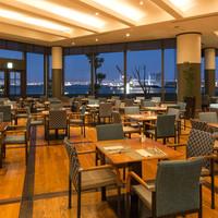 青い海と夜景!港の風景を楽しむ特別席