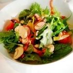 49150854 - 地元のこだわり農家が育てた健康野菜のサラダ