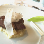 リストランテ オルケストラータ - 軽く燻製にした大和豚のソテー 独活のリゾットと粒マスタードソース