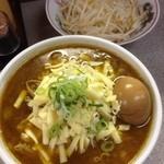 味噌王 仲間 - 味噌かれーらーめん+豚、野菜(中)